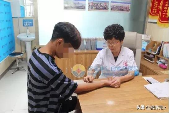 陈玲惠主任为小飞看诊